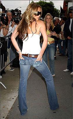 """Знаменитости в джинсах  """" под Юбкой.ру."""